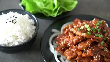 porc frit avec sauce coréenne épicée - bulgogi video