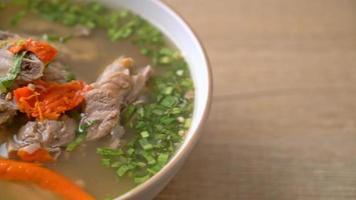 hackad fläskstomme i soppa video