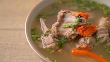 hackad fläskstomme i kryddig soppa video