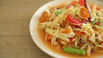 thai kryddig papayasallad med saltat ägg - som tum video