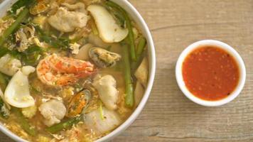 sukiyakisoppa med skaldjursskål - asiatisk stil video