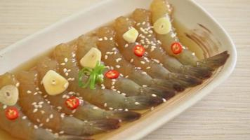crevettes coréennes marinées à l'ail video