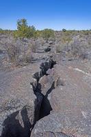 fisura importante en un campo de lava foto