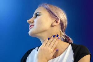 Sore throat. Diseases of the upper respiratory photo
