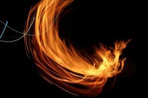 hoguera ardiente, patrones en la noche foto