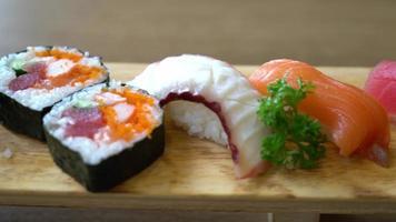 plato de sushi crudo video