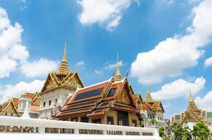 templo del buda esmeralda y el gran palacio en bangkok, tailandia foto