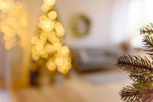 diseño festivo de desenfoque de navidad, luces de guirnaldas desenfocadas foto
