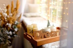 hermosa habitación decorada en casa foto