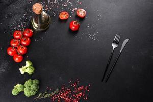 ingredientes de la cocina italiana para hacer un plato mediterráneo foto