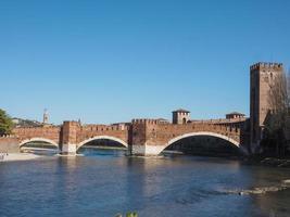 Puente de castelvecchio también conocido como puente scaliger en Verona foto