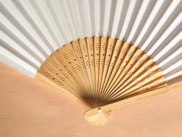 abanico de mano plegable japonés foto