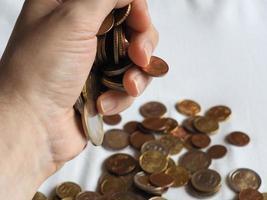 mano con monedas de euro, unión europea foto