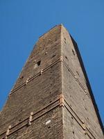 torre asinelli en bolonia foto
