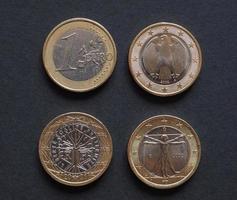 monedas de euro de muchos países foto