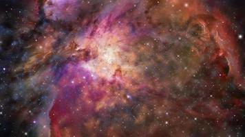 viajando através de uma galáxia e campos de estrelas no espaço profundo. video