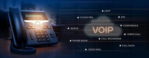concepto de servicios voip de dispositivo telefónico ip en el lugar de trabajo foto