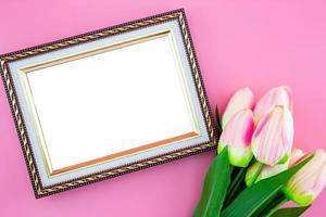flor de tulipán y borde de marco de fotos. foto