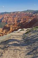 vista del cañón desde un sendero de campo foto