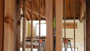 trabajador de la construcción construyendo casa video