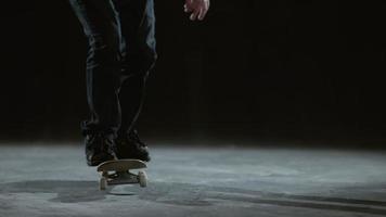 Trucos de patineta en cámara lenta, filmada en phantom flex 4k video