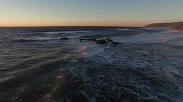 flygfoto över oregons kust vid solnedgången video
