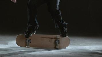 manobras de skate em câmera lenta, filmado em phantom flex 4k video