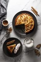 la deliciosa composición de la tarta de manzana foto