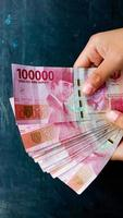 Photo of the red 100 thousand currency, the Indonesian state currency