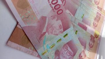 moneda de 100 mil rupias, la moneda del estado foto