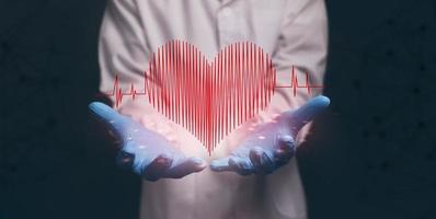 médico que muestra el icono, la onda del corazón, la forma, la ilustración del corazón. foto