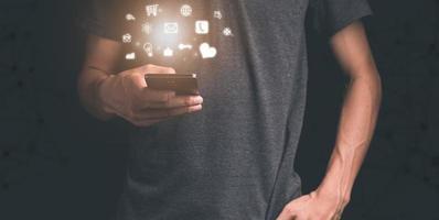 iconos de notificación de teléfonos inteligentes concepto de marketing de redes sociales foto