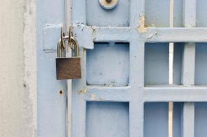 concepto de seguridad en el hogar con candado foto