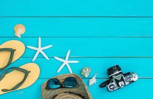 verano accesorio sobre fondo de madera vintage foto