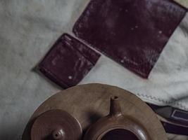 Close-up tetera artesanal de arcilla yixing foto