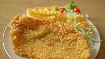 fish and chips frits avec mini salade video
