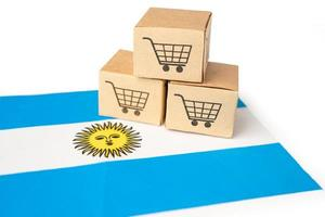 Box with shopping cart logo and Argentina flag photo
