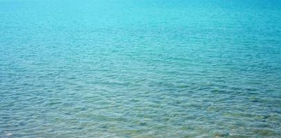 fondo del mar turquesa en verano foto