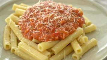 rigatoni con salsa boloñesa de cerdo video