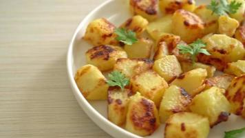 Roasted Potatoes with Garnish video