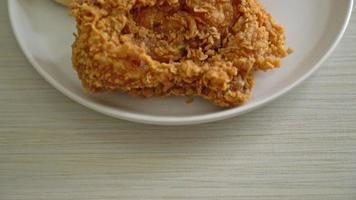waffle de pollo frito con miel o sirope de arce video