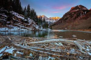 paisaje natural de maroon bell en colorado foto