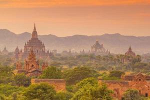 Paisaje urbano de Bagan de Myanmar en Asia foto