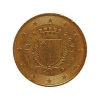 Moneda de 50 centavos, unión europea, malta aislado sobre blanco foto