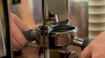 barista haciendo café video
