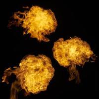 Conjunto de diferentes llamas de fuego. foto