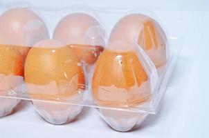 huevos de gallina crudos foto