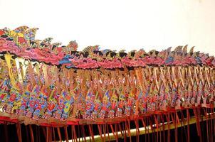 varios personajes de sombra de marionetas o wayang kulit foto