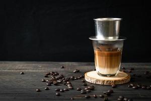 café con leche caliente goteando al estilo vietnam foto
