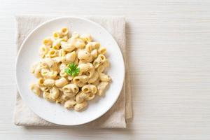 Macaroni and cheese with herbs in bowl photo